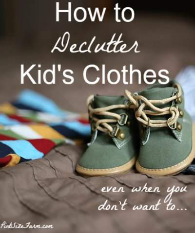 Stop the Laundry madness and learn to declutter kid's clothes! Found at PintSizeFarm.com